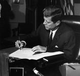 393px-President_Kennedy_signs_Cuba_quarantine_proclamation_23_October_1962-e1384886655800