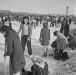 597px-Heart_Mountain_Relocation_Center_Heart_Mountain_Wyoming._Residents_of_Japanese_ancestry_at_the_H_._._._-_NARA_-_539235-e1393003128753