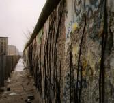 670px-Berlin_wall_1990