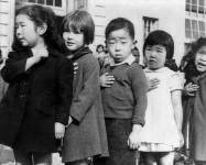 749px-JapaneseAmericansChildrenPledgingAllegiance1942-2