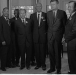 800px-Civil_rights_leaders_meet_with_President_John_F._Kennedy2-e1392323109307