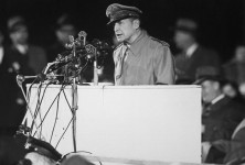 800px-Douglas_MacArthur_speaking_at_Soldier_Field_HD-SN-99-03036