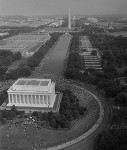 Aerial_view_of_marchers_from_the_Lincoln_Monument_to_the_Washington_Monument-e1392323919919