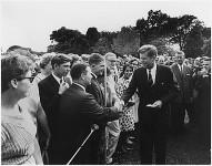 Kennedy_greeting_Peace_Corps_volunteers_1961