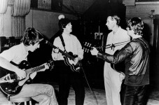 800px-Beatles_and_George_Martin_in_studio_1966