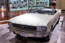800px-Ford_Mustang_serial_number_one