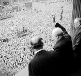 641px-Churchill_waves_to_crowds