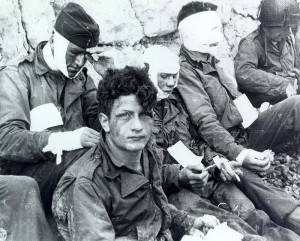 Omaha_Beach_wounded_soldiers,_1944-06-06_SC_189910-S