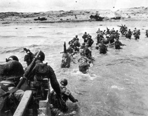 American soldiers landing on Utah Beach. (June 6, 1944). Source: Regional Council of Lower Normandy, U.S. National Archives.