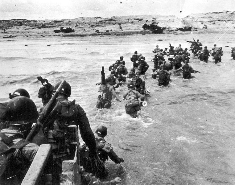 American soldiers landing on Utah Beach. (June 6, 1944). Source: Regional Council of Lower Normandy, U.S. National Archives.