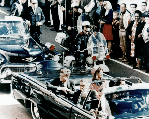 800px-JFK_limousine