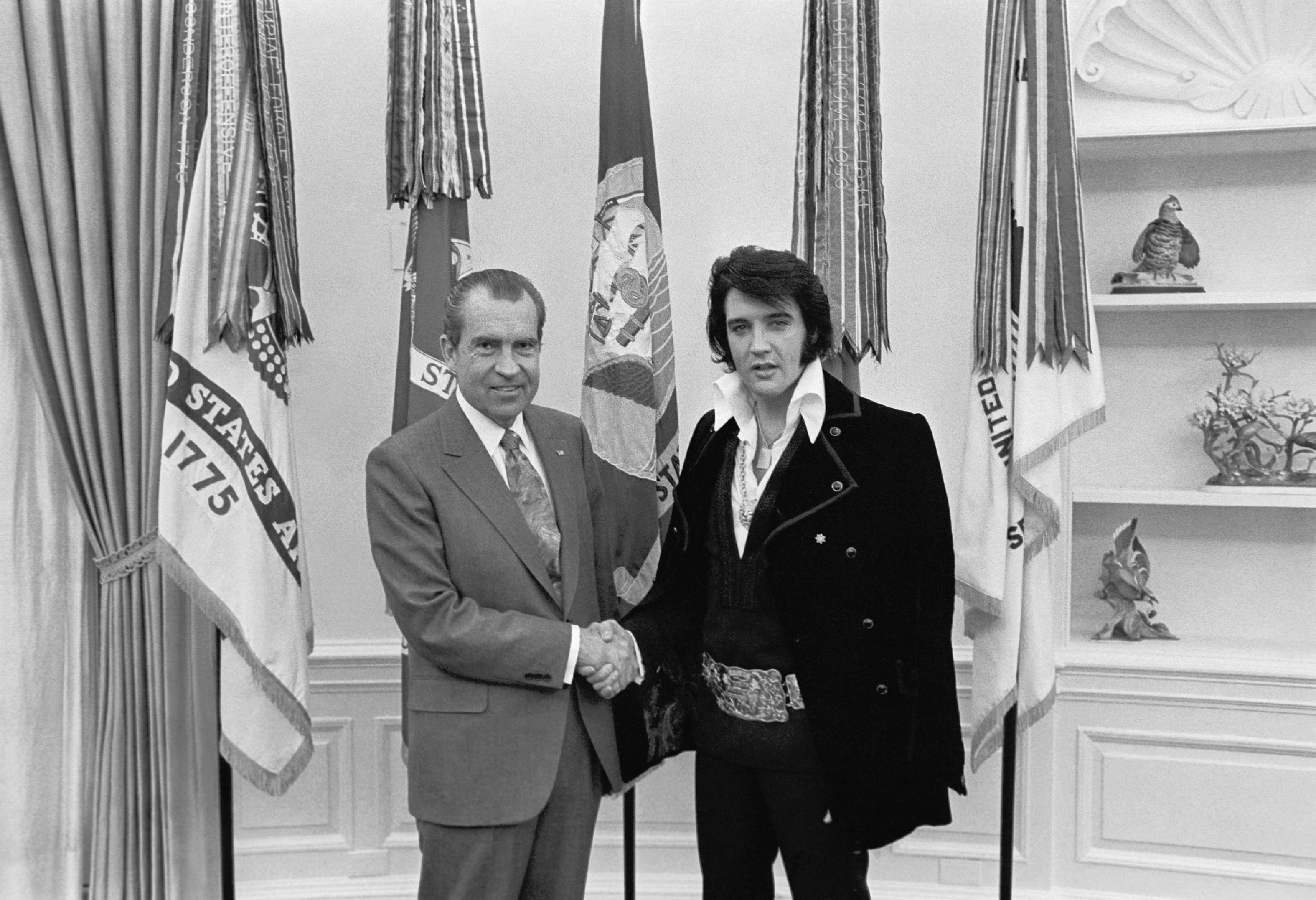 Popular image Nixon and Presley's meeting on January 27, 1972. Source: U.S. National Archives.