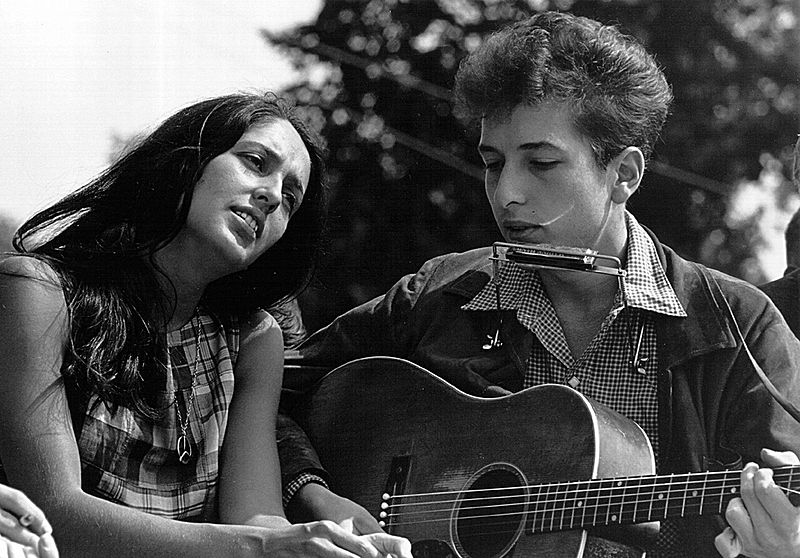 Joan Baez & Bob Dylan at March. (Aug. 28, 1963). Source: U.S. National Archives.
