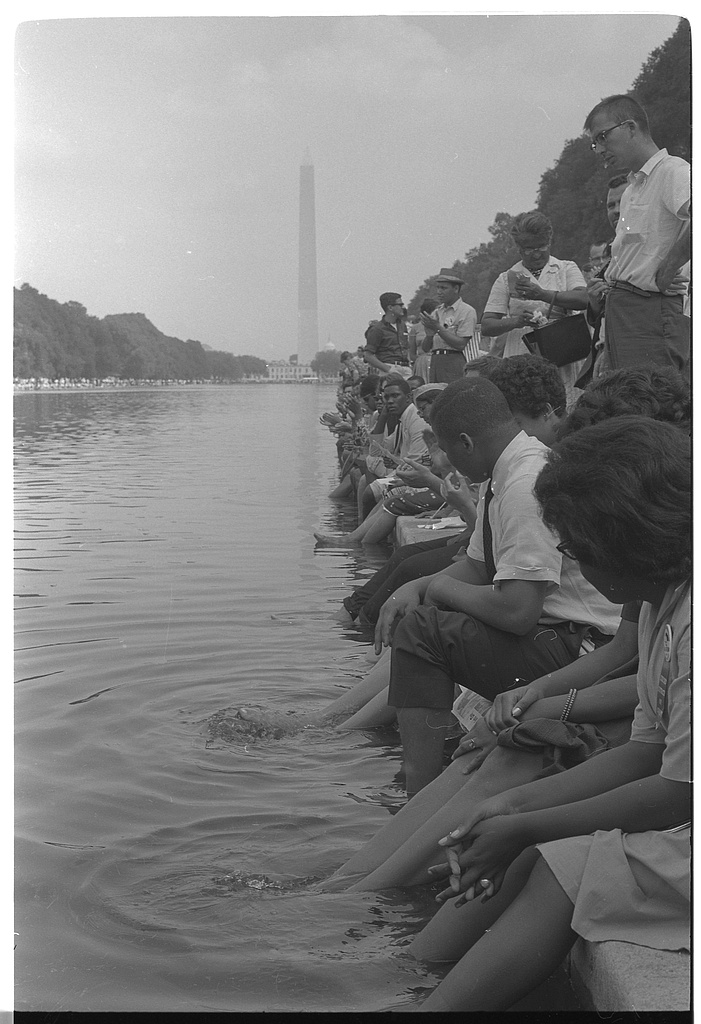Demonstrators sit with their feet in the Reflecting Pool. Photographed by Warren K. Leffler. (Aug. 28, 1963). Source: Library of Congress #LC-DIG-ds-00834.