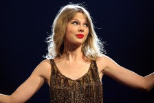 800px-Taylor_Swift_3,_2012
