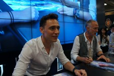 Tom_Hiddleston_2013_Comic_Con_July_21,_2013_2