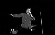1024px-Johnny-Cash_1972