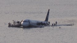 Plane_crash_into_Hudson_River_muchcropped