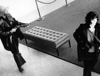 Patty_Hearst_takes_part_in_the_April_1974_Hiberna_bank_raid_with_other_SLA_members
